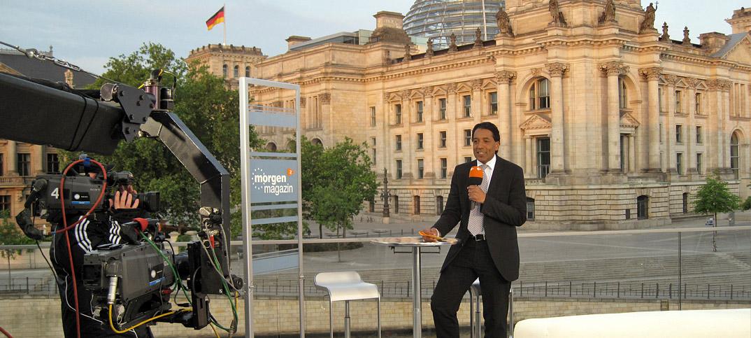Cherno-Jobatey-ZDF-Moderator-at-Reichstag-Berlin-7