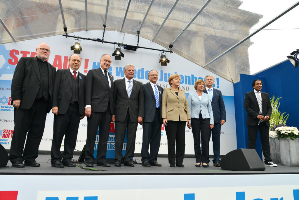 Kardinal Marx, EKD-Chair Schneider, WJCPresident Lauder, President Gauck, Dieter Graumann, Chancellor Merkel, 1st Lady Schadt, Mayor Wowereit & Cherno Jobatey