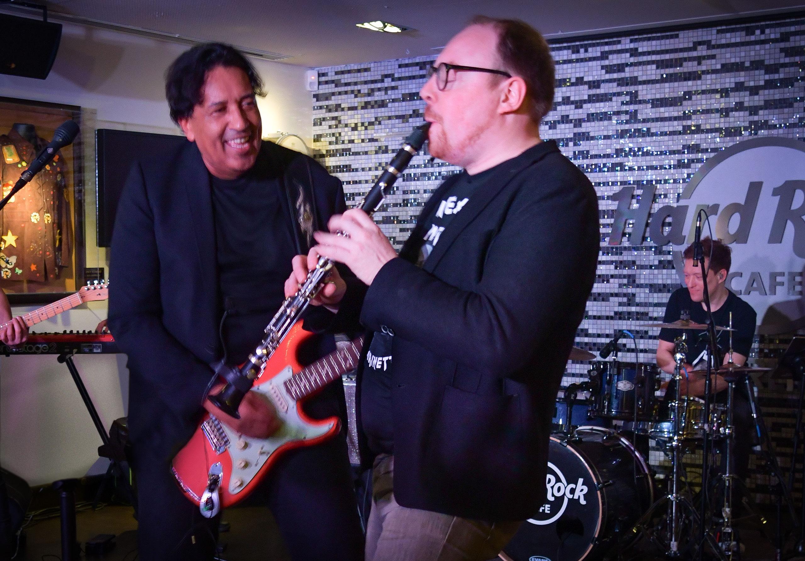 Cherno Jobatey, Clemens Trautmann & Groove Gangster GmbH Hard Rock Cafe Berlin